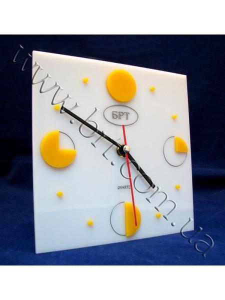 Годинник настільний з накладними елементами